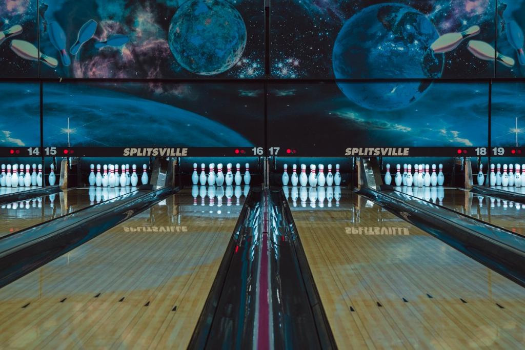 Splitsville bowling lanes