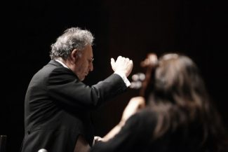 Boris Brott and orchestra