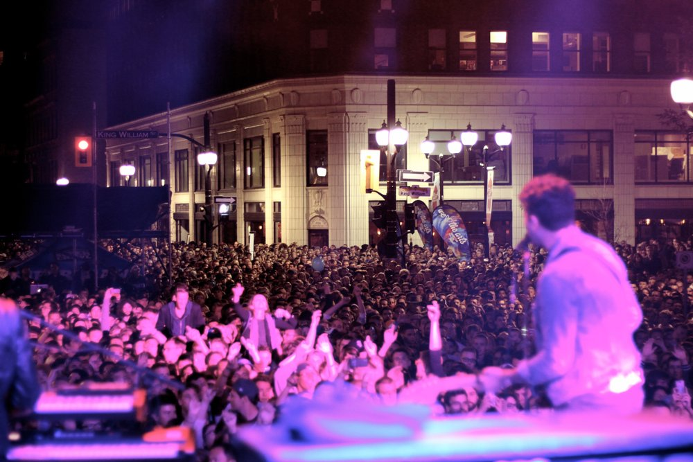 Supercrawl crowd in front of Lister Block