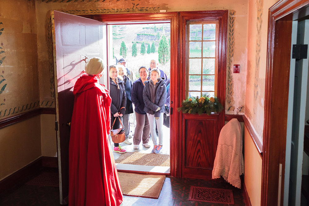 Battlefield House & Museum at Christmas welcoming visitors